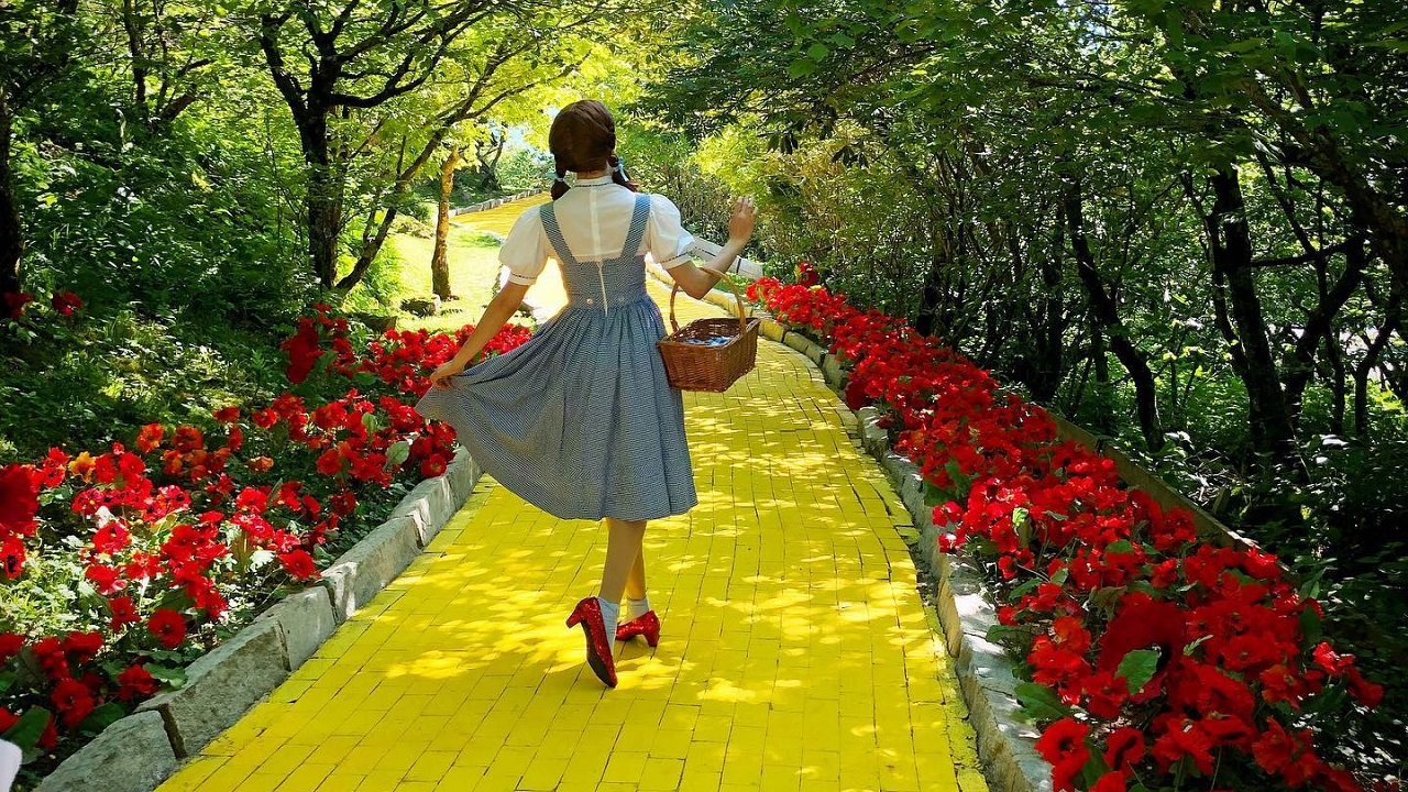 North Carolina's popular 'Wizard of Oz' theme park opening for tours this summer