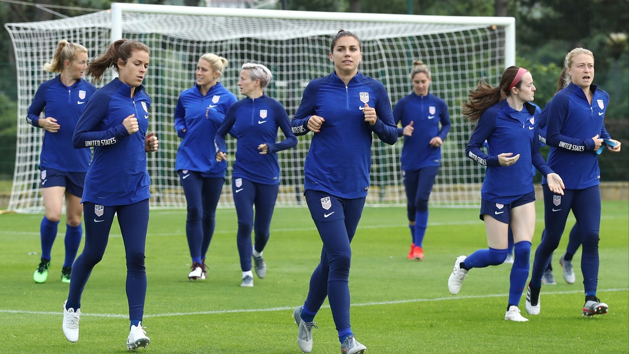 U.S. Soccer, women's team tentatively agree to mediate lawsuit