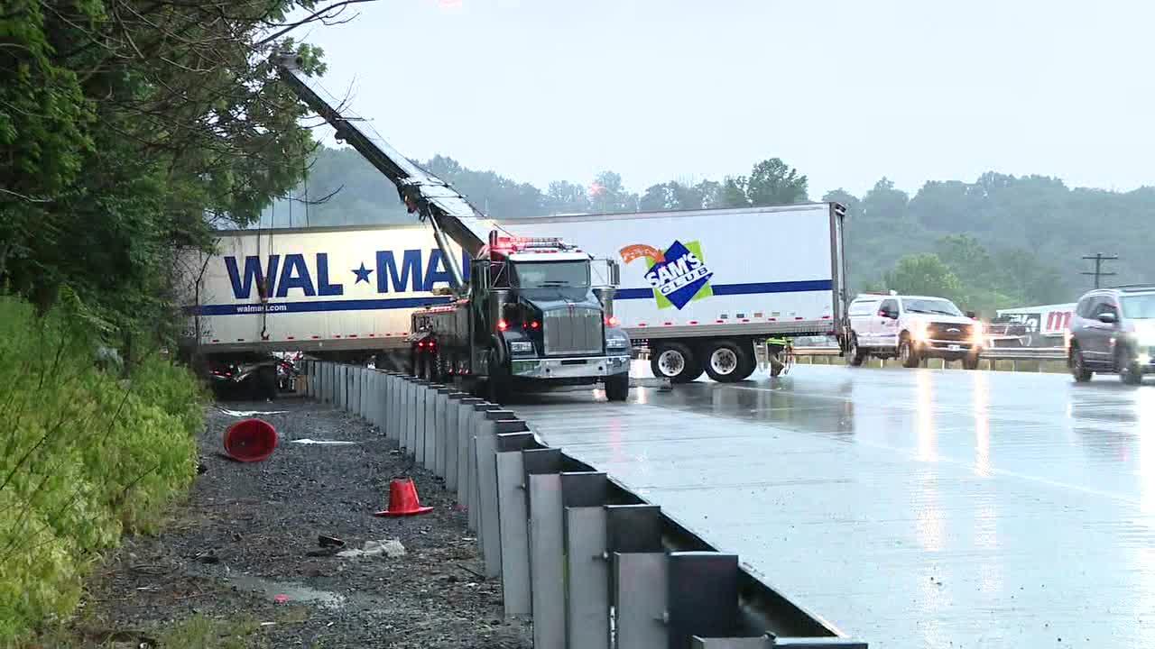 Tractor-trailer crashes snarl traffic on I-476, I-276 Thursday morning