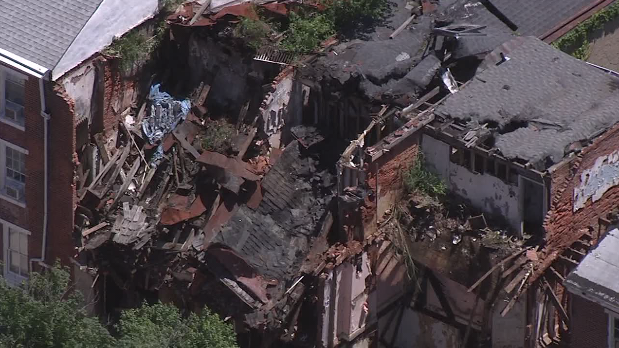 Multiple row homes collapse in Norristown